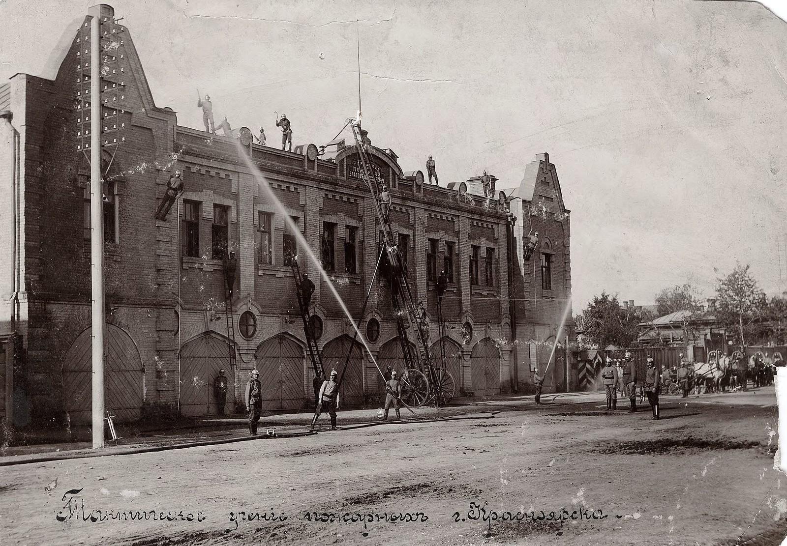 Здание пожарного депо и тактические учения пожарных. 1910