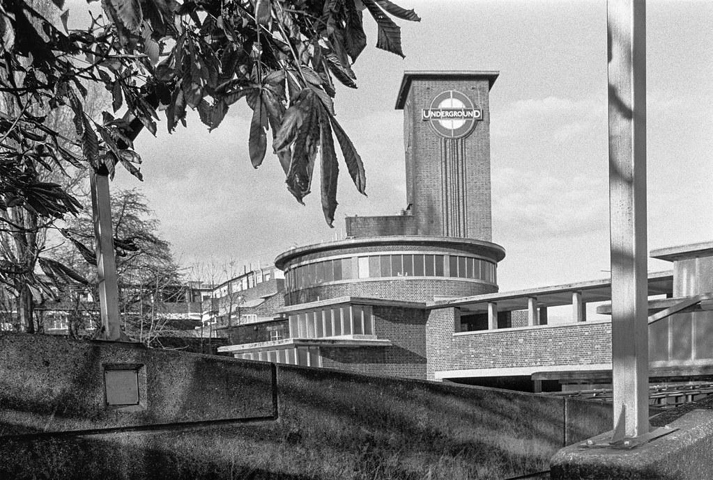 Park Royal Station, Western Ave, Park Royal, Ealing, 1990, 90-11r-44