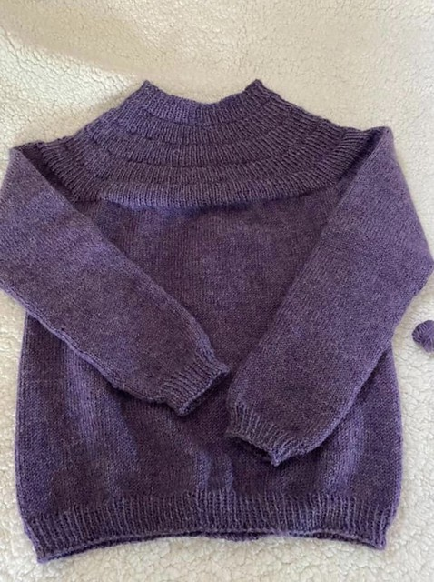 Mary-Elizabeth finished this gorgeous Anker's Sweater using Berroco Ultra Alpaca. Such a tiny bit of yarn left!