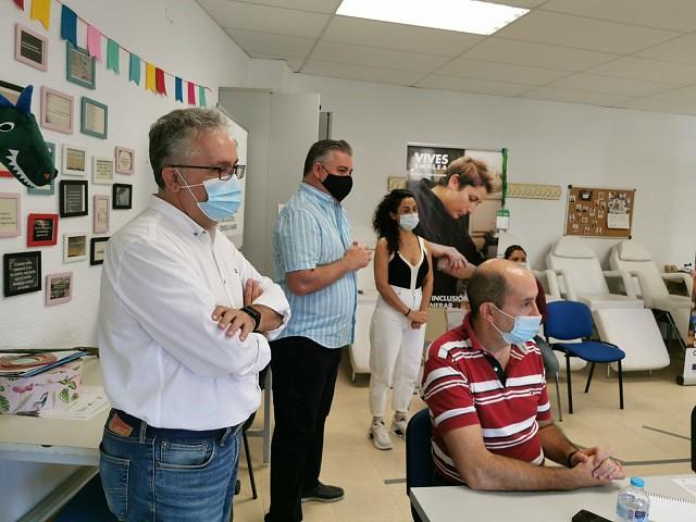 El alcalde de Bormujos, junto al delegado de Empleo en la última edición del Vives Emplea