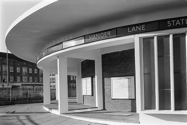 Hanger Lane Station, Western Avenue, Hanger Lane, Ealing, 1990, 90-11r-25