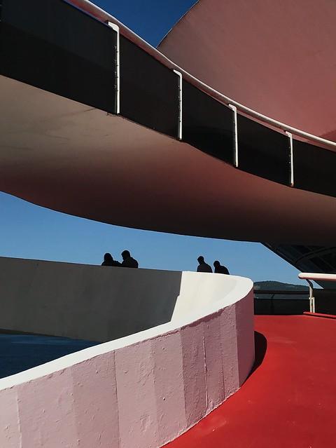 museu de arte contemporânea de niterói by oscar niemeyer 1/2