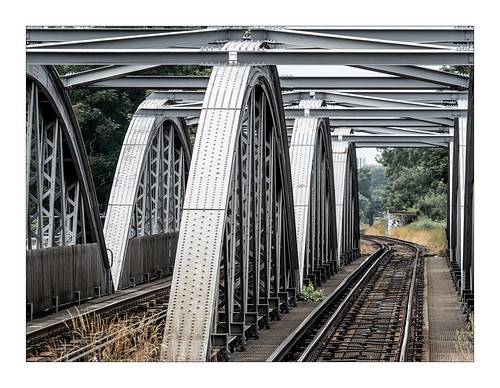 barnesrailwaybridgelondon architecture curvingsteel bridgeovertheriverthames olympusem1markii olympus40150mmf28mc14