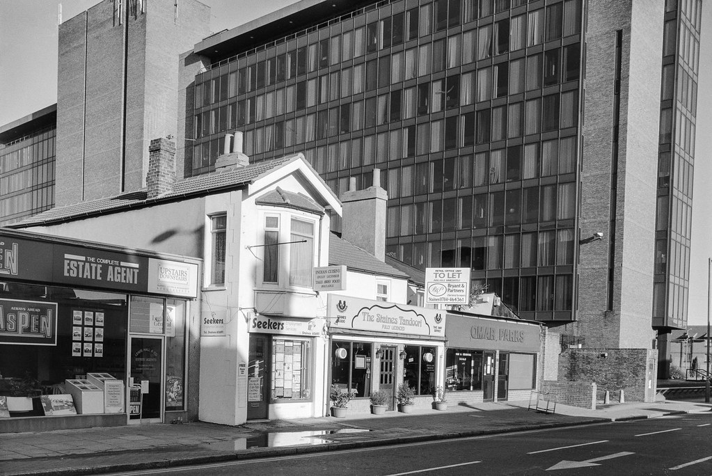 London Rd, Staines, Spelthorne, 1990, 90-12d-52