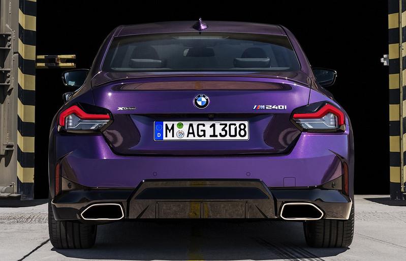 2022-BMW-2-Series-Coupe-M240i-230i-35
