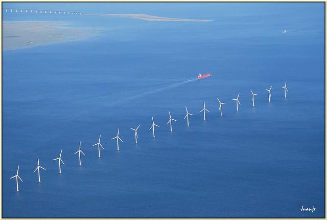 Eólica en el mar (Copenhague, Dinamarca, 21-6-2008)