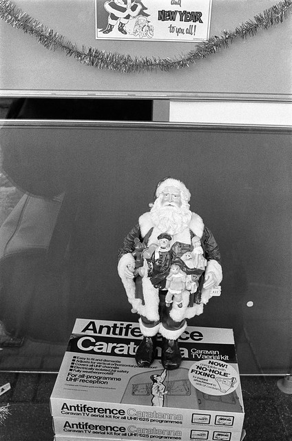 Father Christmas, High Rd, Willesden, Brent, 1990, 90-12c-55