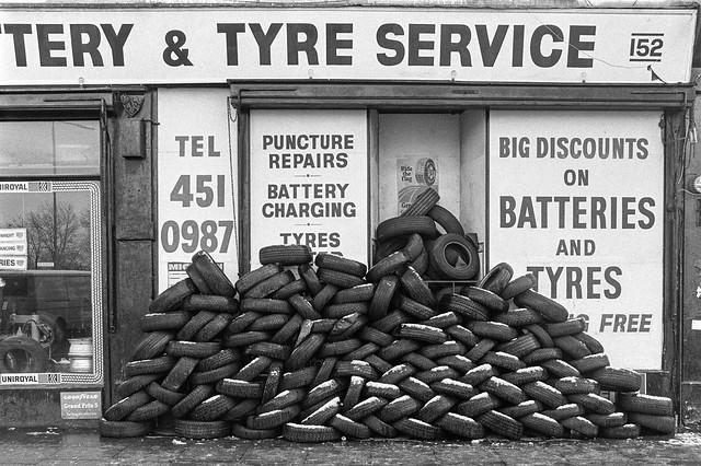 Tyres, Snow, Church Rd, Willesden, Brent, 1990, 90-12c-52