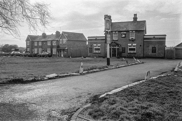 The Swan, pub, Moor Lane, Staines, Spelthorne, 1990, 90-12g-14