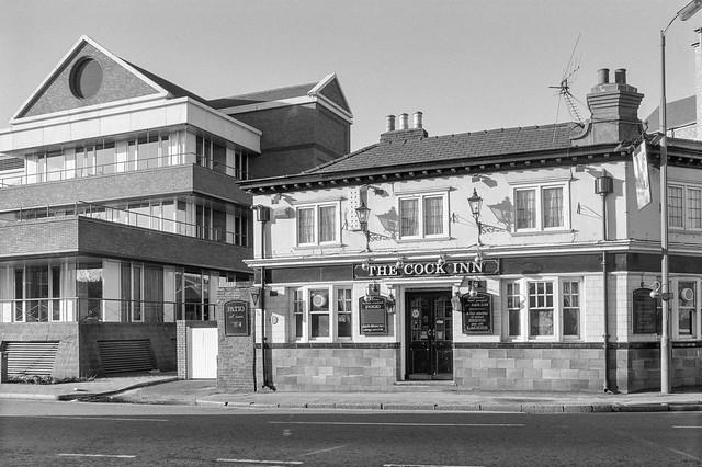 Cock Inn, pub, Bridge St, Staines, Spelthorne, 1990, 90-12d-34