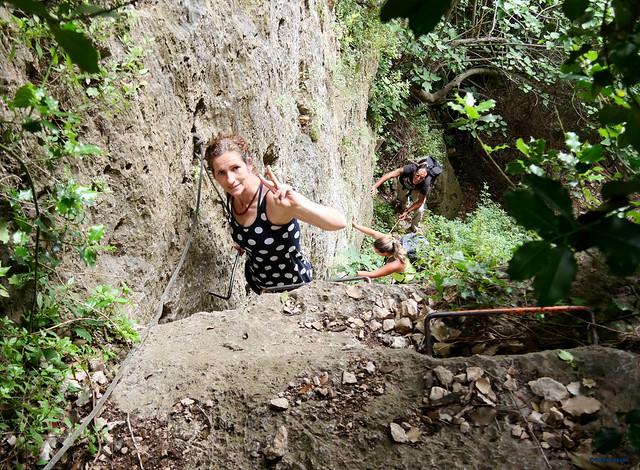 Mont-Ral -01- Vall del Riu Glorieta -04- Subsector Els Gegants per Dins y Paret del Grèvol -01- Acceso -04- Los peldaños de la escalera 03