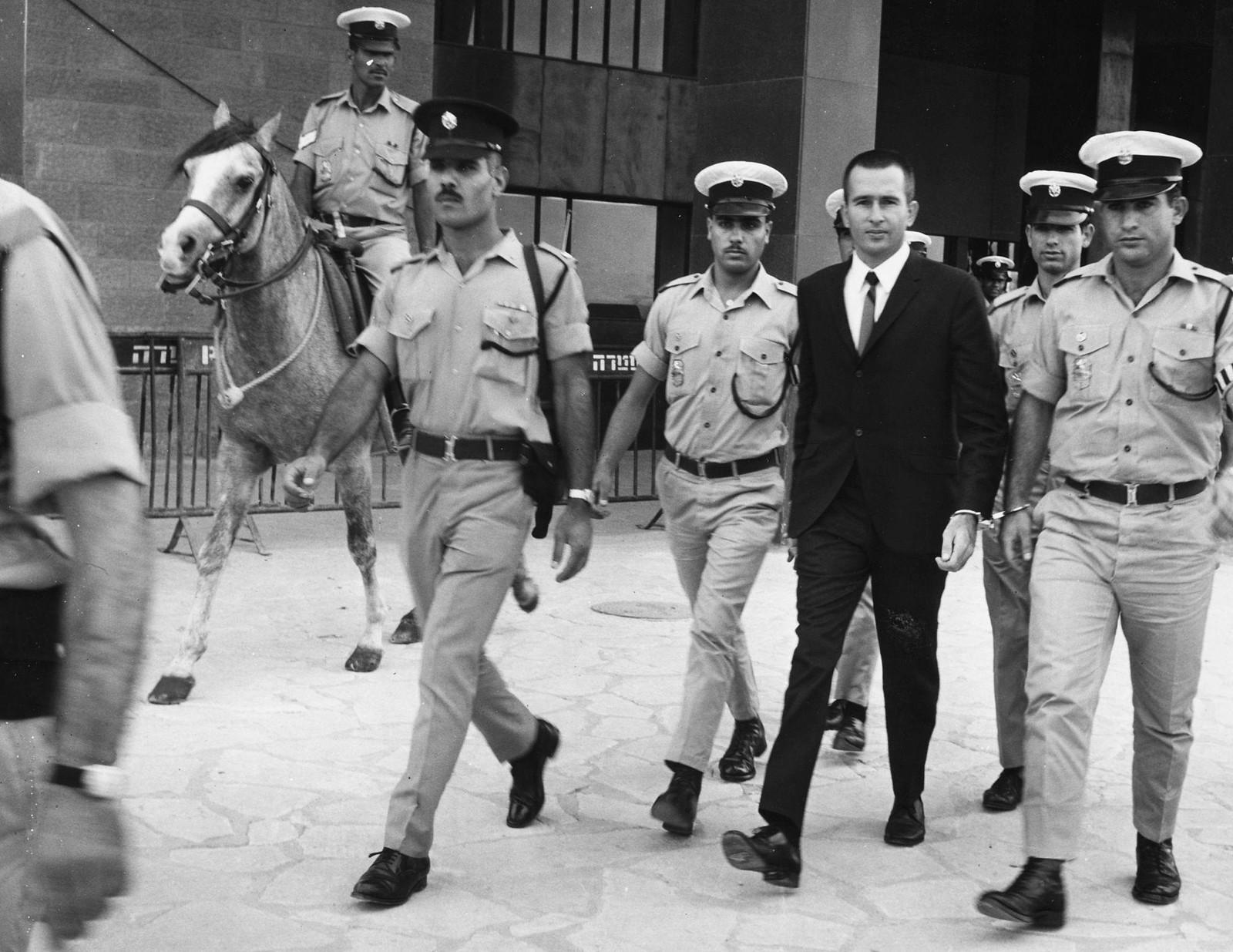 16. Денис Майкл Рохан предстает перед судом, где ему будут предъявлены обвинения в поджоге мечети Аль-Акса в Иерусалиме. 8 октября