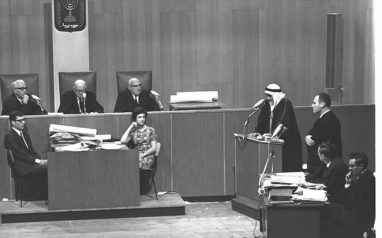 15. Свидетель дает показания на суде над Денисом Майклом Роханом, 7 октября