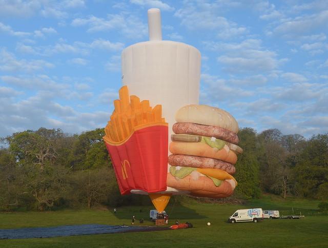PH-MCD McDonald's cup and food