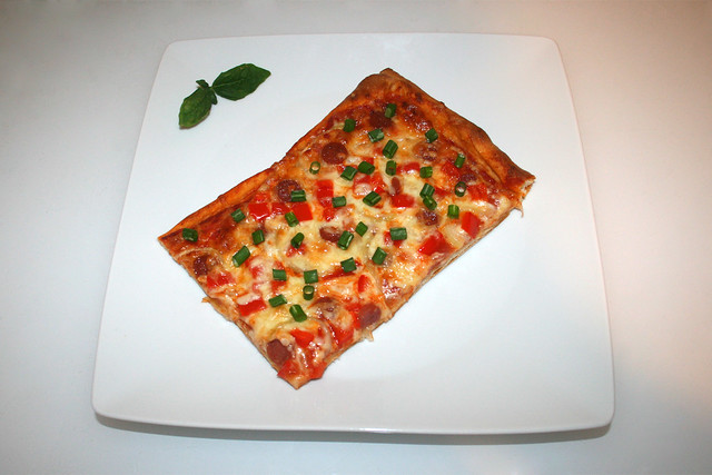 Pizza with salami, onion & bell pepper - Served