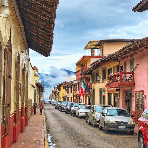 Zacatlan de las Manzanas, Puebla, con sus nubes visitando el pueblo.