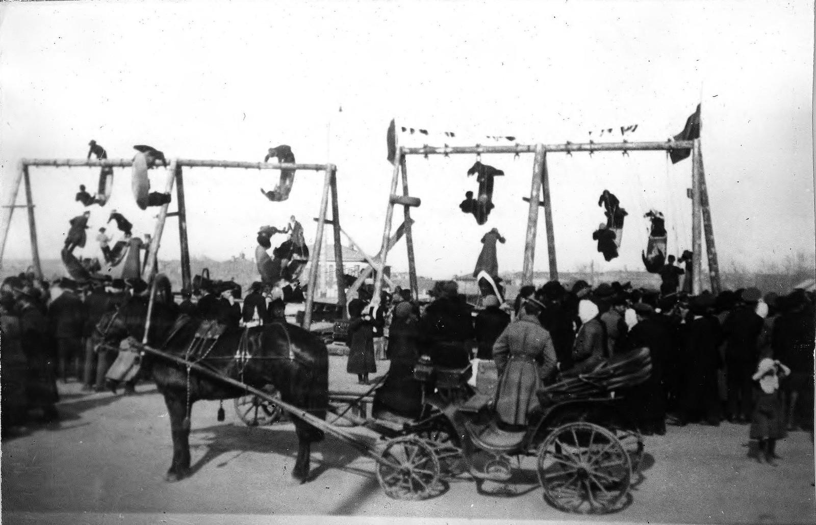 Качели на Театральной площади. 1910