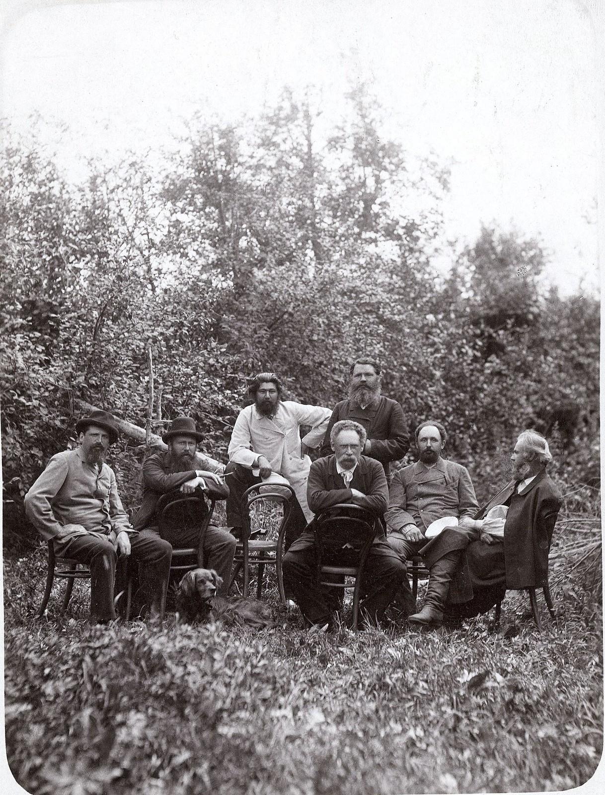 Группа красноярцев на охоте в Минусинском округе, на реке Енисее. 1890-е.