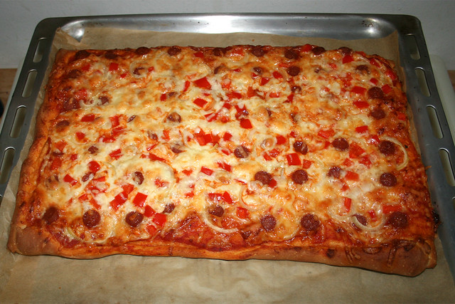 Pizza with salami, onion & bell pepper - Finished baking