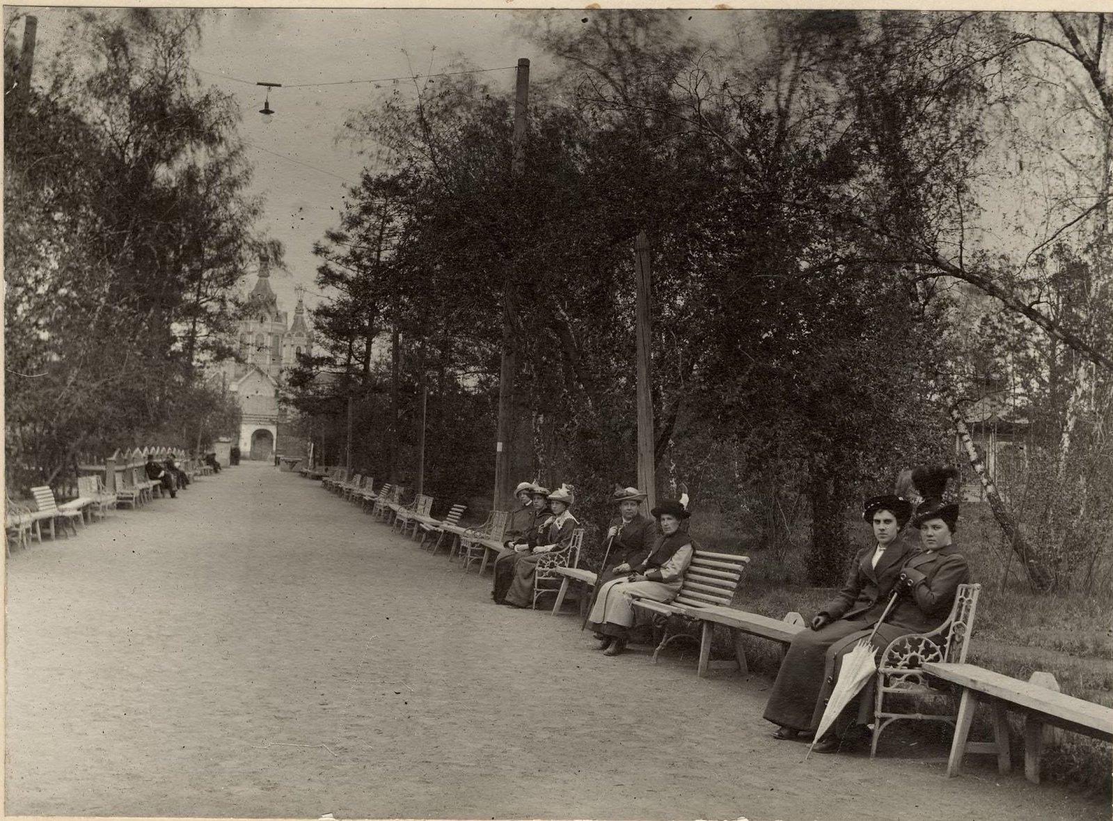 Главная аллея городского сада. 1914