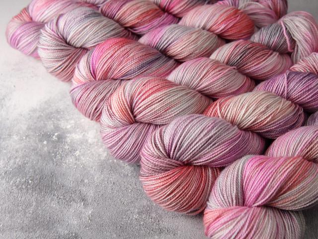 Favourite Sock – hand-dyed superwash merino wool yarn 4 ply/fingering 100g – 'Rose Water'