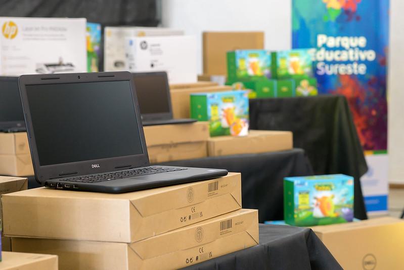 Se entregaron equipamientos tecnológicos a los Parques Educativos