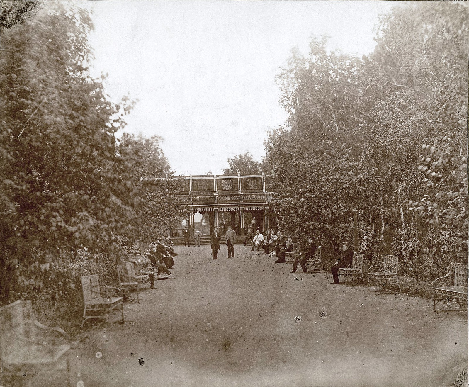 Главная аллея городского сада. 1880
