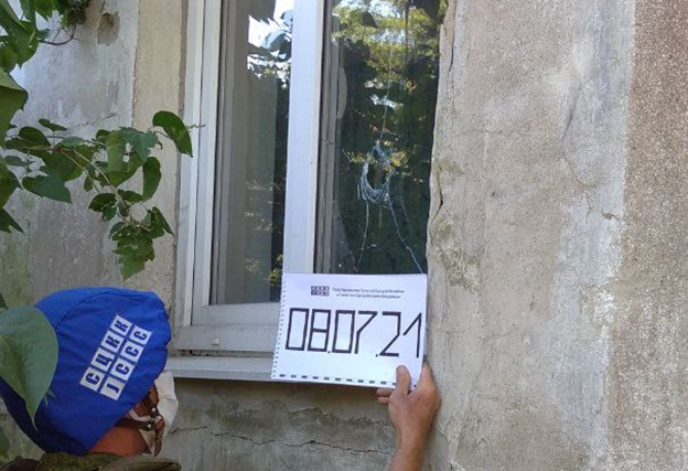 Maison endommagée à Donetski par un bombardement de l'armée ukrainienne