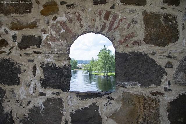 Olavinlinnan ikkunoista näkee kauniita maisemia
