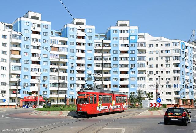 (RO) Iaşi: MF Esslingen GT4 111 auf der Linie 11 in Richtung Dacia nahe der Haltestelle Zimbru