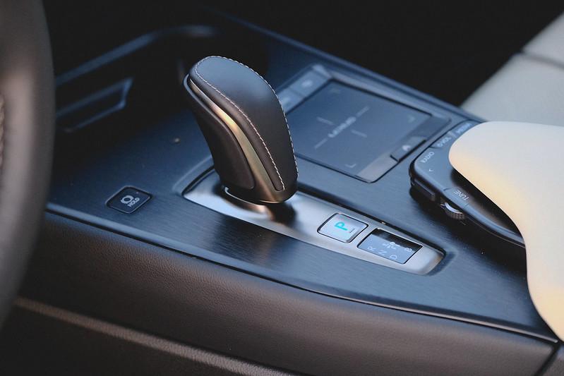 Lexus UX300e 2021