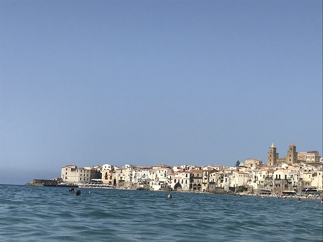 Blick auf Cefalù vom Wasser aus