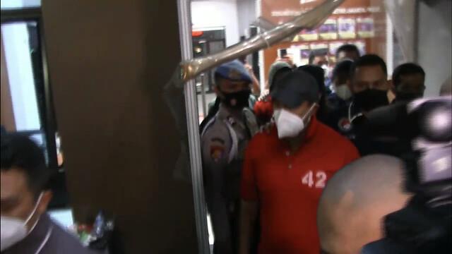 Tular Foto Nia Ramadhani &Amp; Ardi Bakrie Memakai Baju Tahanan