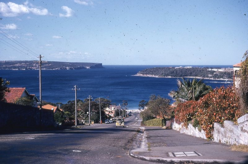 MOSMAN NSW, LOOKING DOWN TO BALMORAL BEACH.