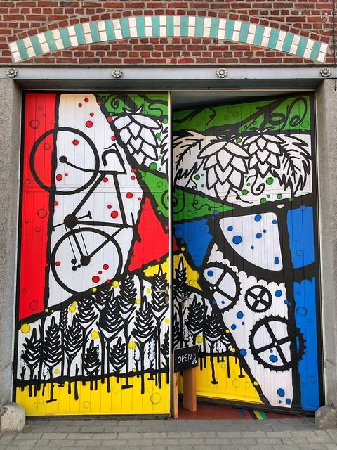 colorful mural by artist Nupstr @ Brouwerij De Coureur