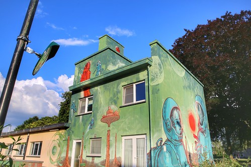 mural at new schoolbuilding created by artists Robin Lobster & Simon Mannaerts for Treepack