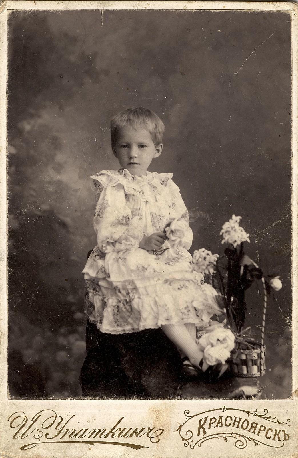 Симонова Лидочка, дочь мирового судьи Г.П. Симонова.. 1910