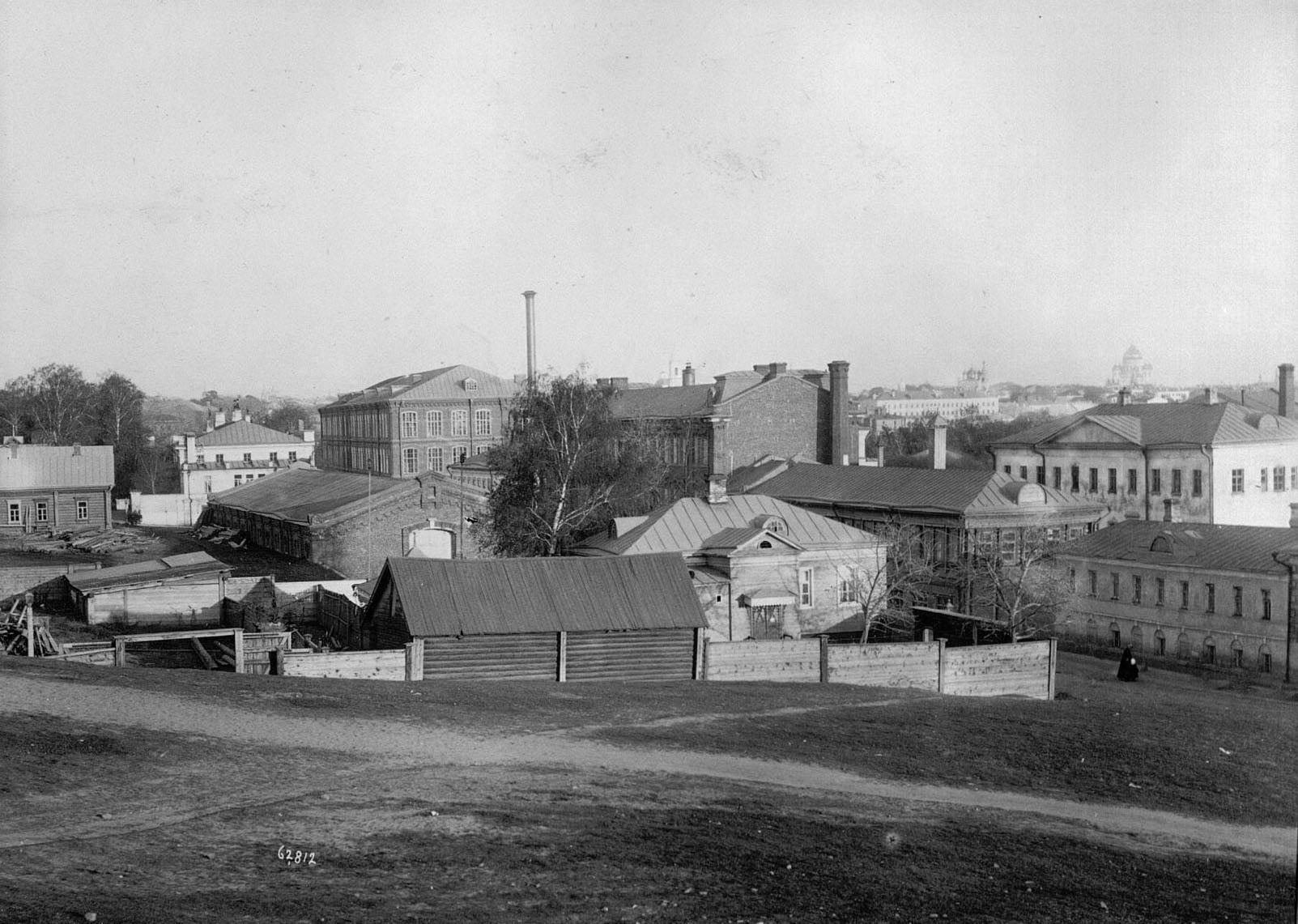 Вид на фабрику со стороны Верхне-Трехгорного переулка