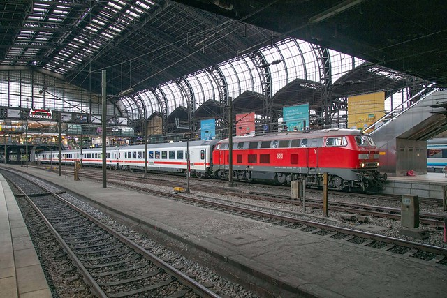 DB 218 322 Hamburg Hbf