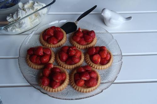 Erdbeertorteletts mit süßer Schlagsahne