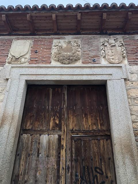 Puerta del antiguo hospital de la Santísima Trinidad de Torrelaguna (ahora Casa de Cultura)