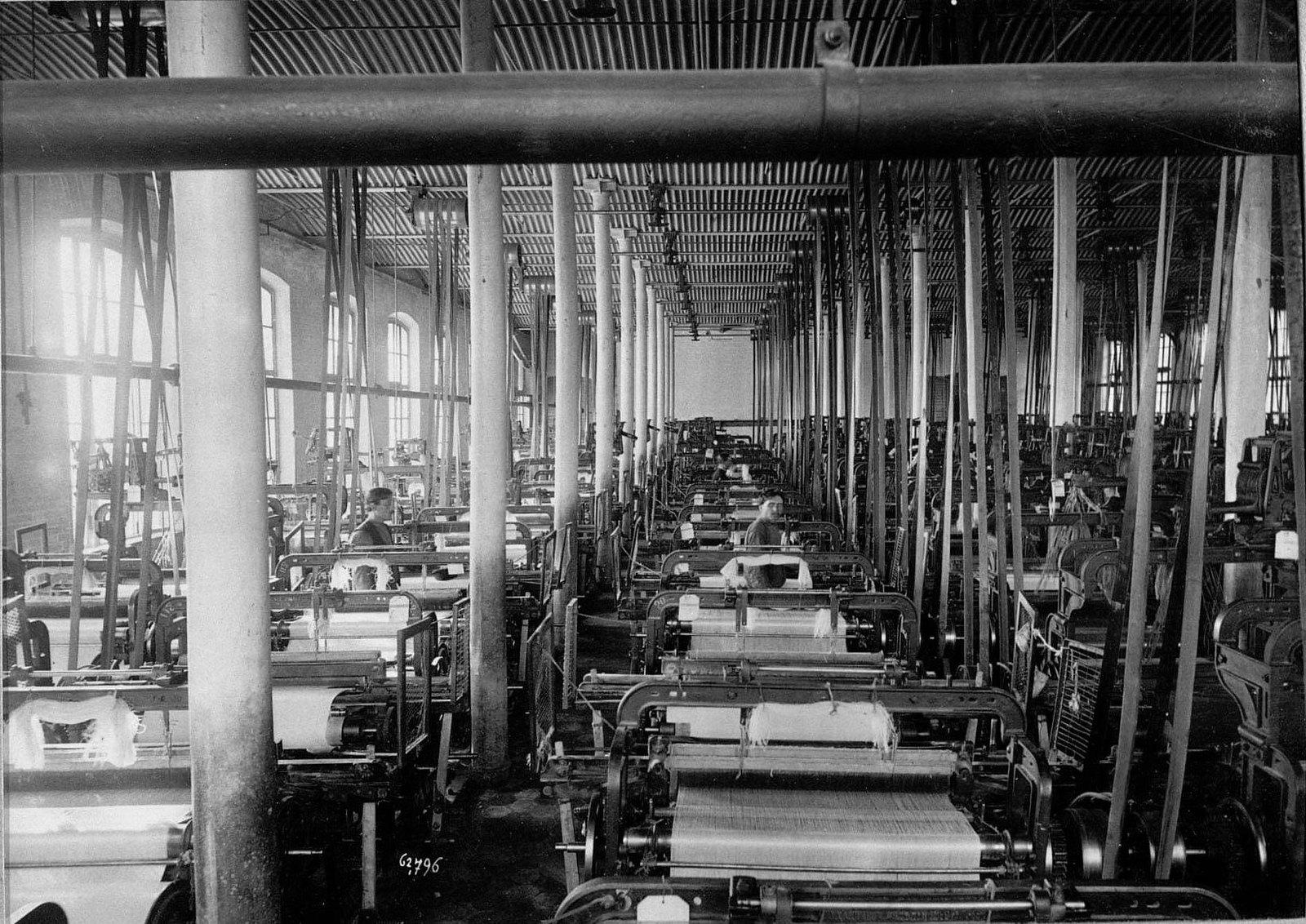 Ткацкий цех фабрики Трехгорной Прохоровской мануфактуры