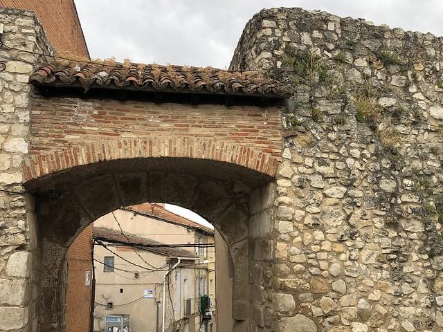 Puerta del Cristo de Burgos, uno de los pocos restos de la muralla medieval que se pueden ver en Torrelaguna