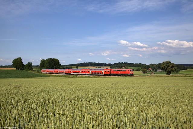 111 027-9 mit dem RE57428 von München nach Memmingen in Kottgeisering.