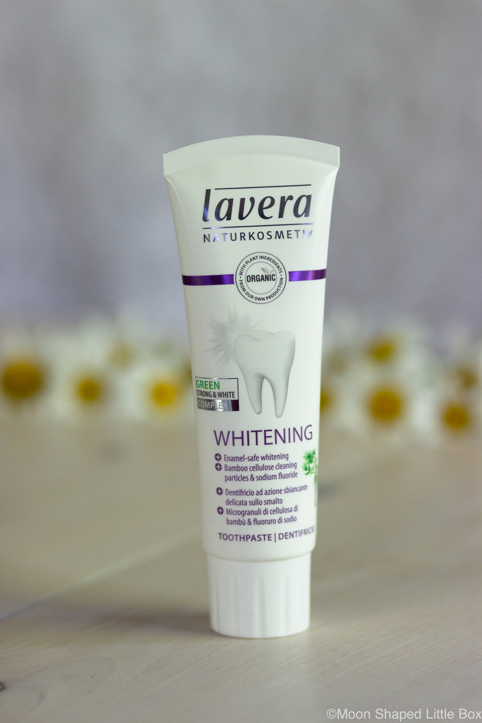 Valkaiseva-hammastahna-Lavera