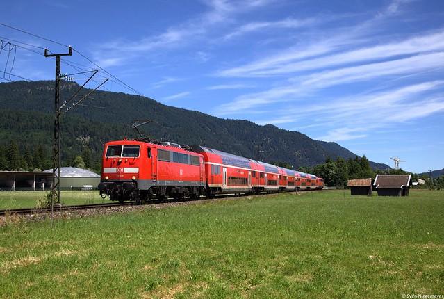 111 110 + 111 214 mit der RB59449 von München nach Garmisch-Partenkirchen bei der Einfahrt in Garmisch-Partenkirchen.