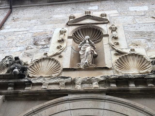 Fachada lateral del convento de monjas franciscanas de Torrelaguna