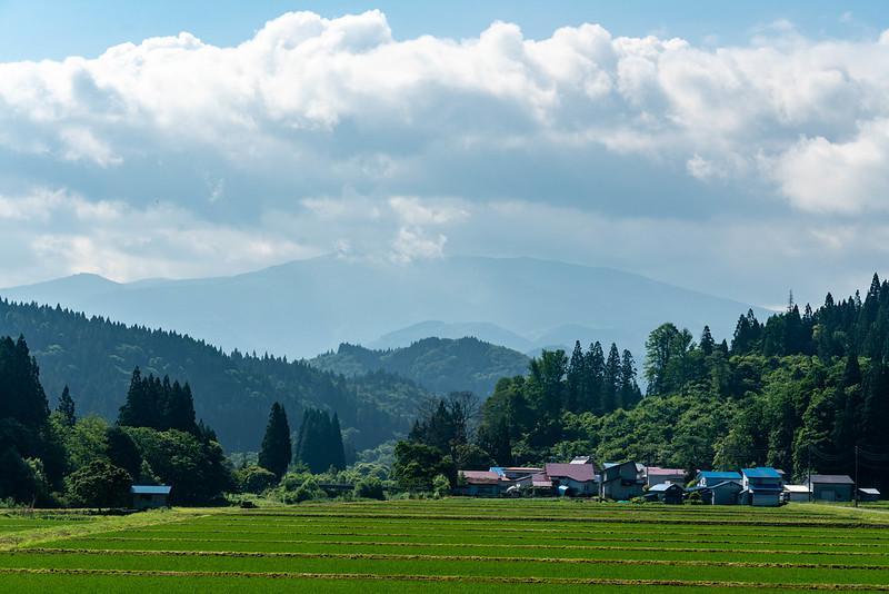 秋田縦貫鉄道から見る森吉山