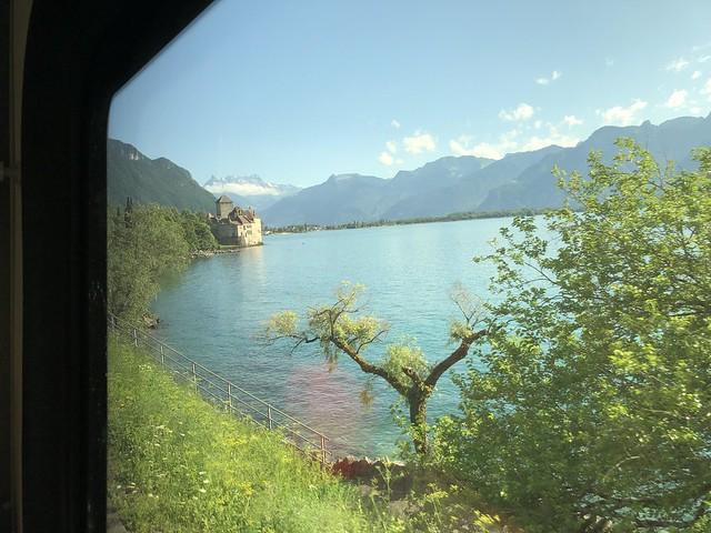 Im Hintergrund sieht man die Dents du Midi von der anderen Seite! Im Vordergrund Schloss Chillon.
