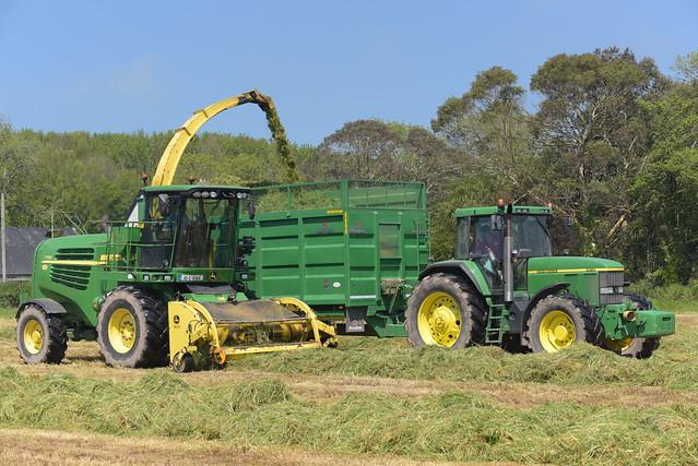 John Deere 7750 SPFH filling a Broughan Engineering Mega HiSpeed Trailer drawn by a John Deere 7810 Tractor